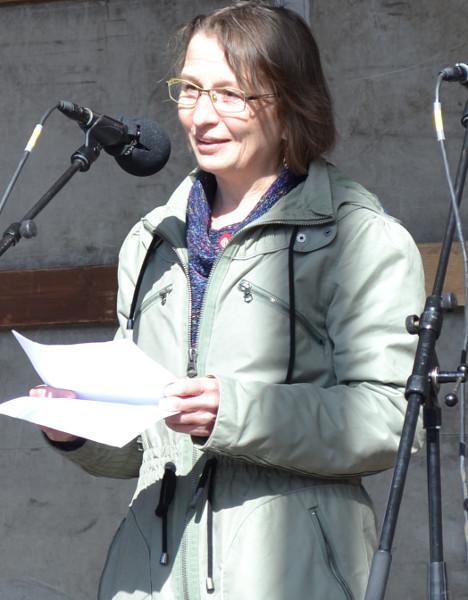 Trine Henriksen taler til lærerdemonstrationen