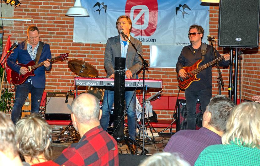 Sylvester og Nåleøjet spillede ved 30-årsfesten 2-3-2019