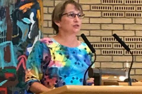 Trine Henriksen taler i byrådet.