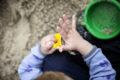 Barn i sandkasse. Foto: Mark Knudsen